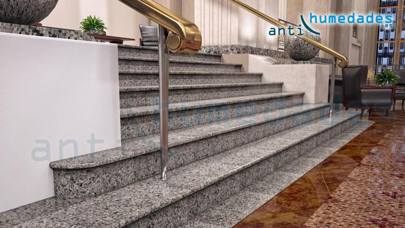 Escaleras de granito pulido son un gran riesgo de resbalones